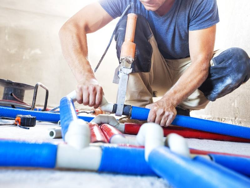 Contracting Plumbers to Fix Buildings